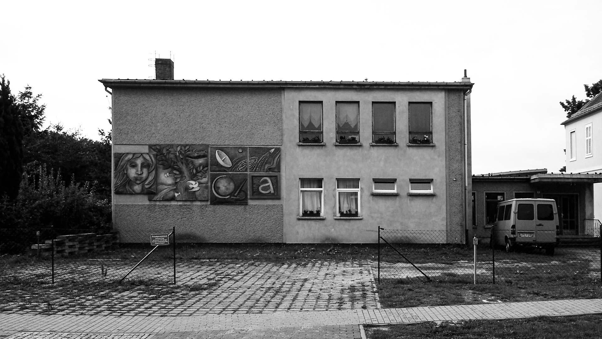 Auf dem Wunderblutweg wandern – irgendwie schon noch DDR. Oder sah die Architektur der Sechziger etwa überall so aus?