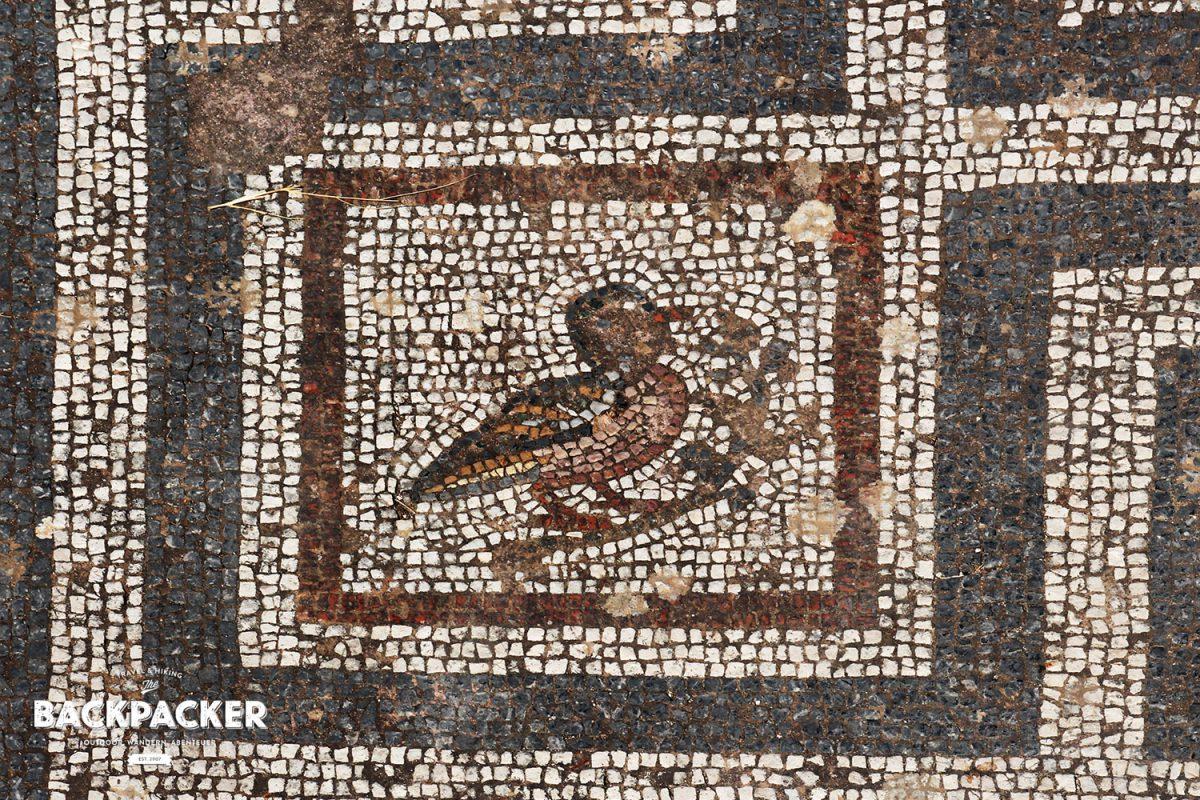 Vereinzelt sind noch originale Mosaike in der Antike Agora gefunden worden.