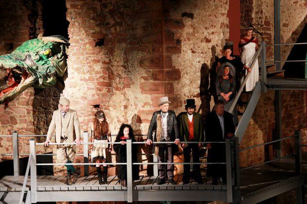 Auf der Bühne Schauspieler, im wahren Leben Einwohner von Freudenberg und Umgebung.