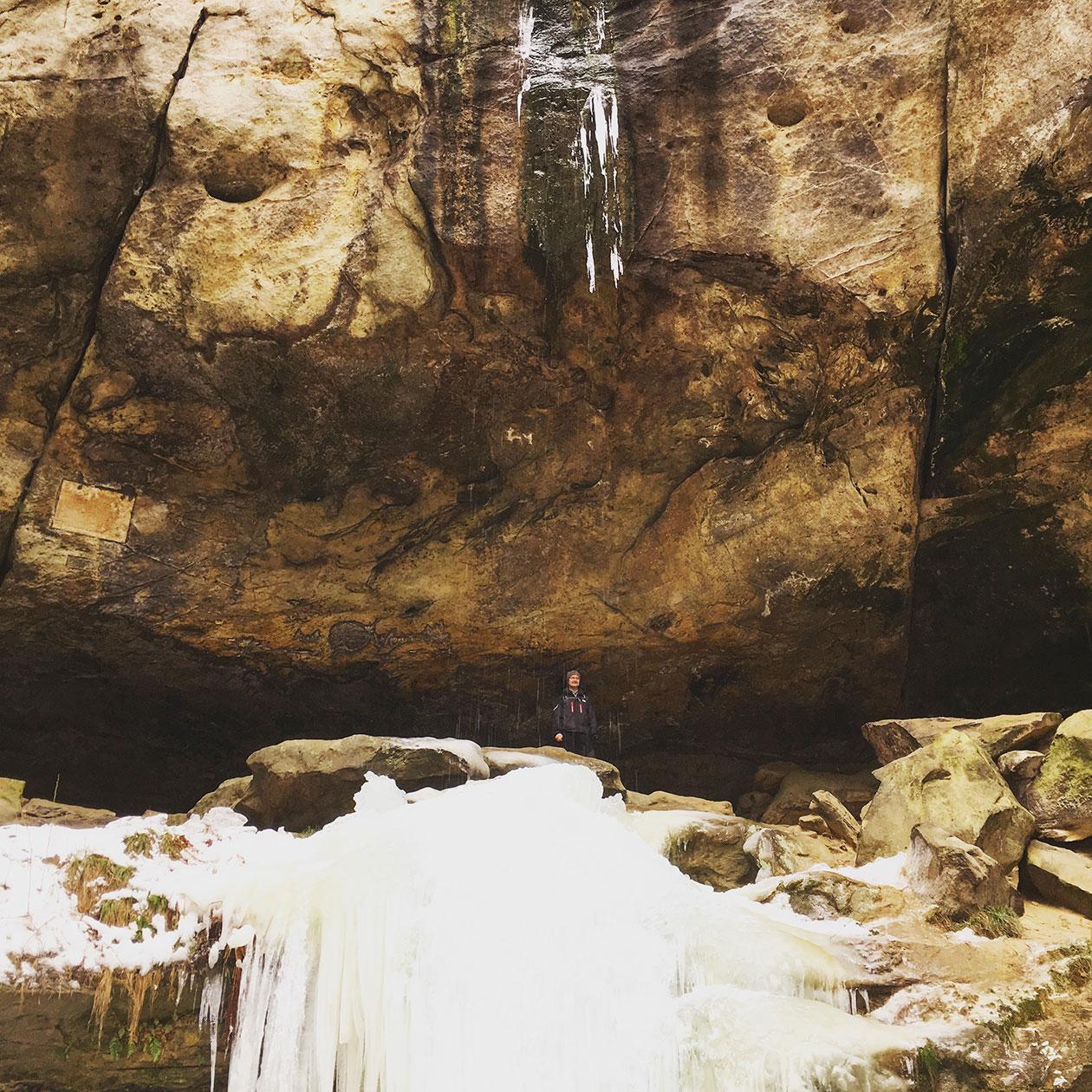 Leider kein gefrorener Wasserfall aber dafür jede Menge Eisschollen: in der Gautschgrotte