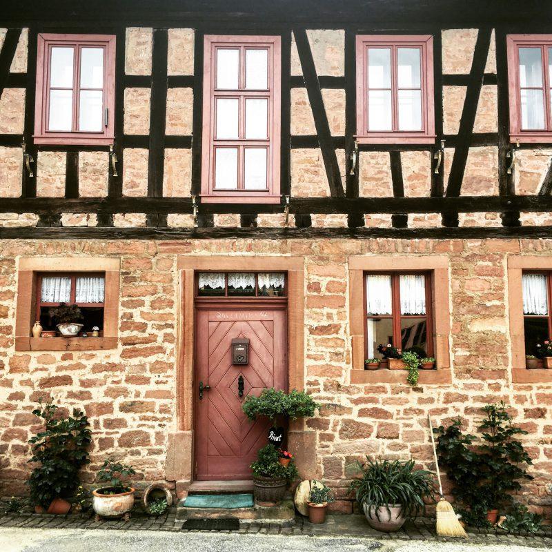 Mancherorts im Spessart stoßen wir auf liebevoll restaurierte Fachwerkhäuser