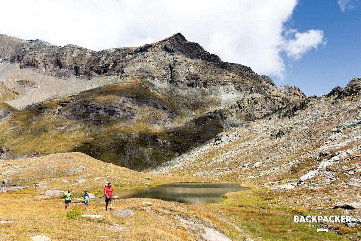 Vorbei am Lago Pinter führt mich der Weg genauso steil wieder ins Tal.