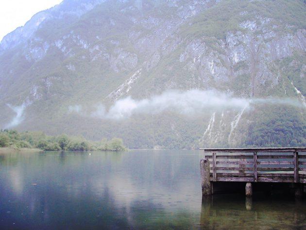 Kleine Nebelschwaden über dem See. Ach was, wer braucht schon Sonne...