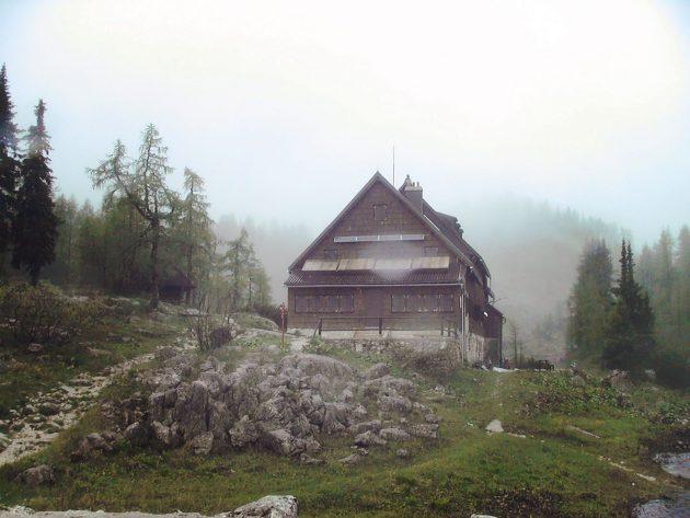 Abschied von der Hütte. Ein Blick zurück, aber kein wehmütiger. Was für ein Wetter.