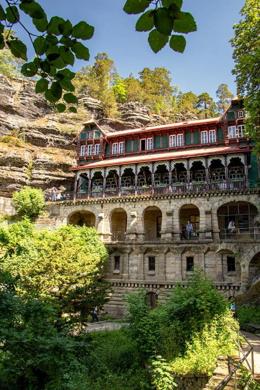 Im alpinen Stil errichtet und seit 1881 als Gasthaus betrieben: das Ausflugschlößchen Falkenhorst.