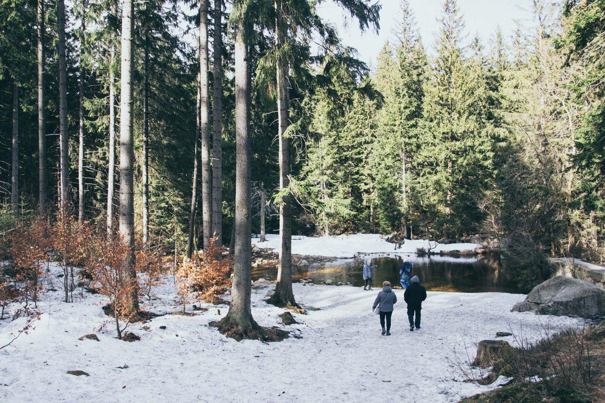 Wenn der Schnee schmilzt schwellen kleine Bäche gern mal zu tiefen Flüssen an.