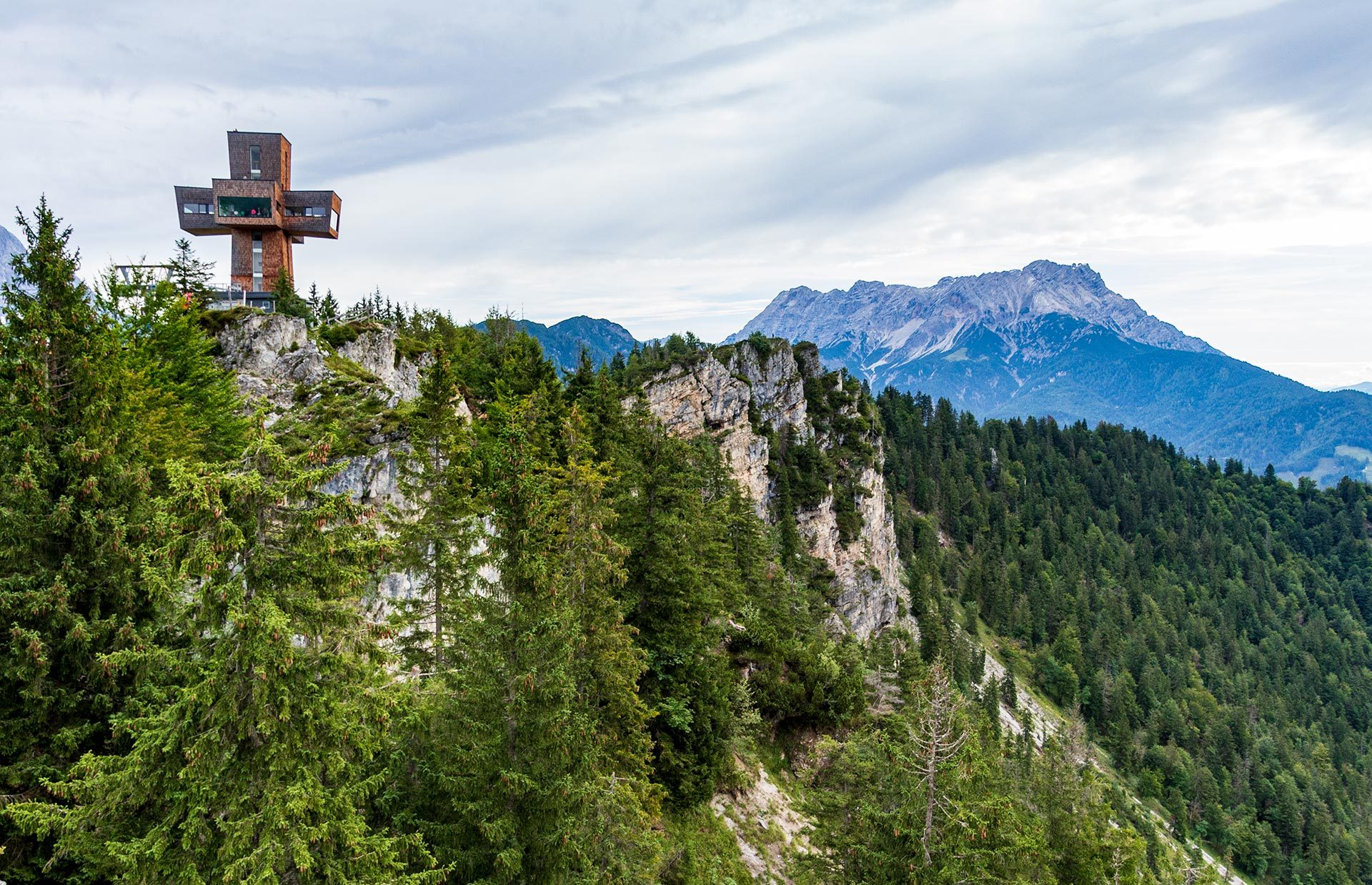 1.456m über Null und nochmal 29 obendrauf: das Jakobskreuz auf der Buchensteinwand
