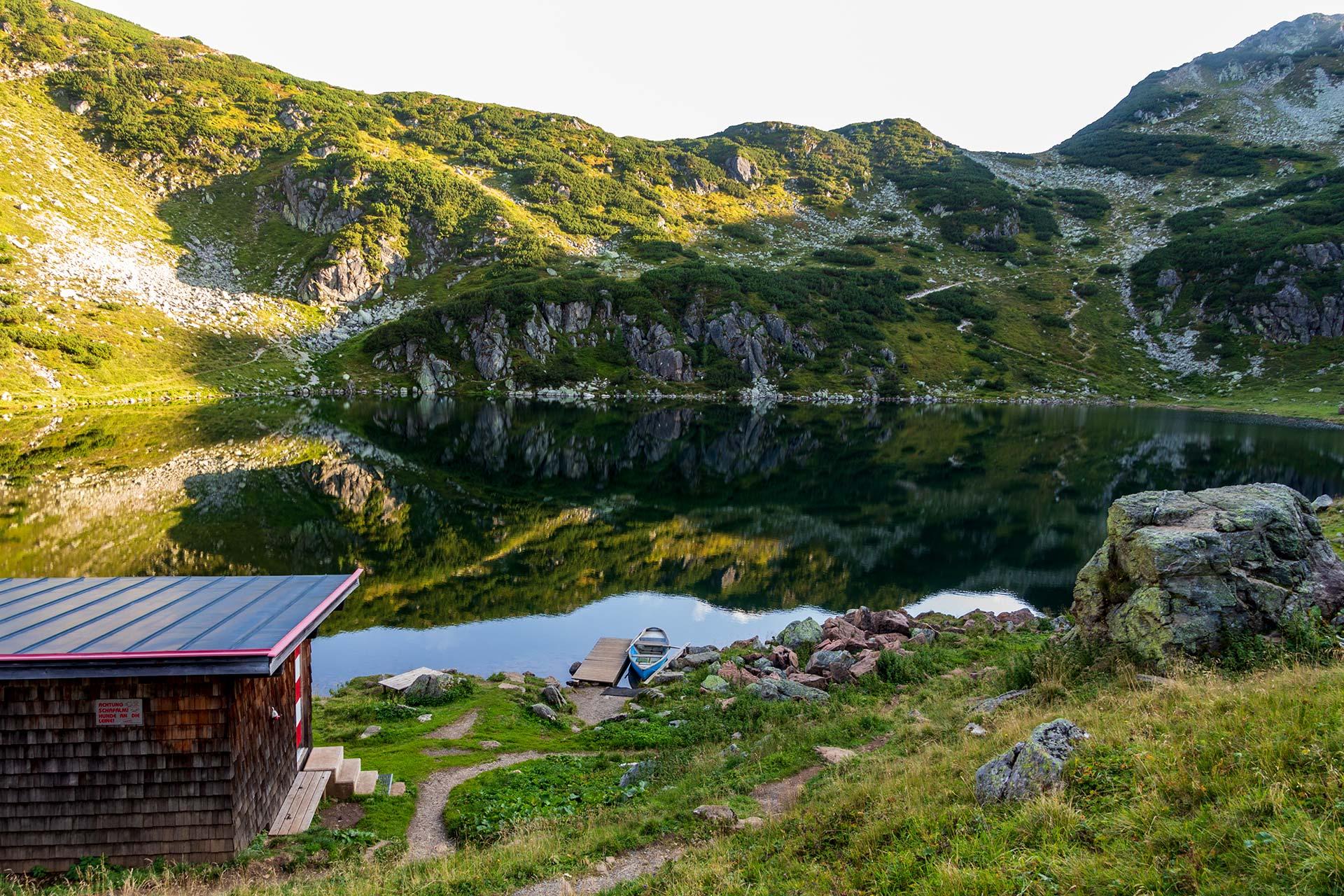 Namensgleichheit zum Merken: Der Wildsee zu Füßen des Wildseeloder und seiner Wildseeloderhütte.