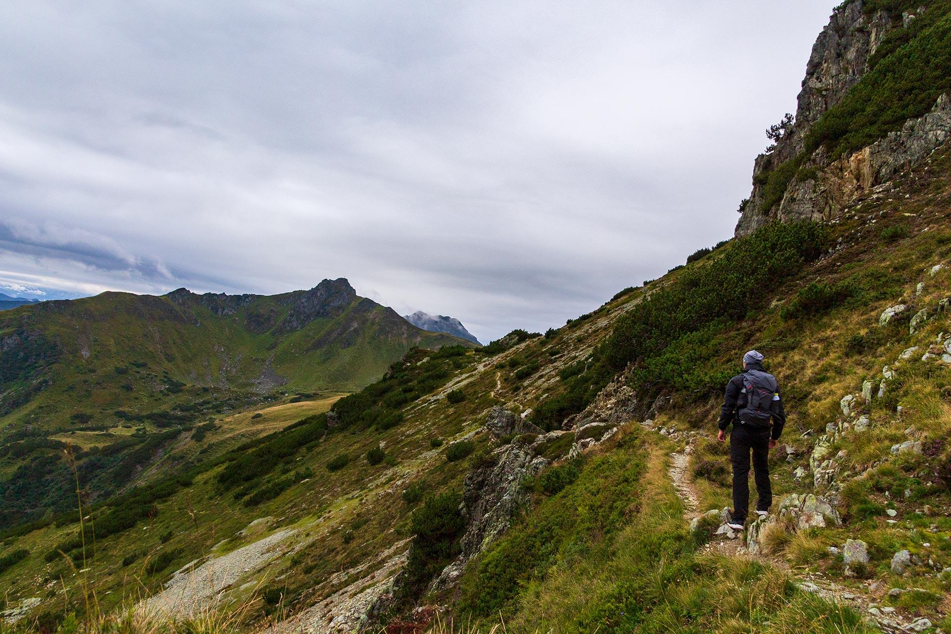 Über den Seenieder führt der Fieberbrunner Höhenweg tiefer in die Kitzbüheler Alpen.