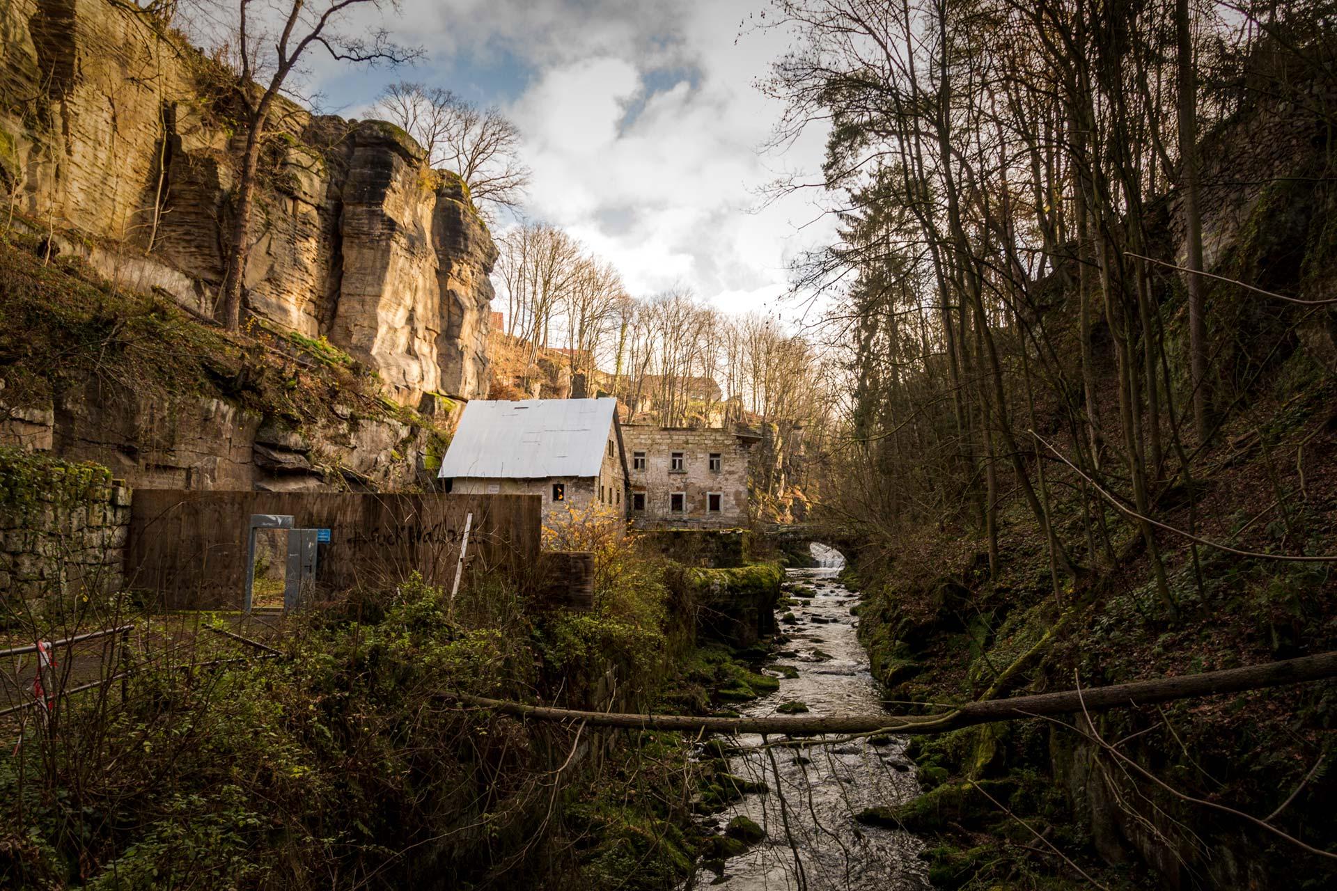 Im Moment noch Baustelle soll die Lochmühle als Gasthaus und Pension wiederbelebt werden