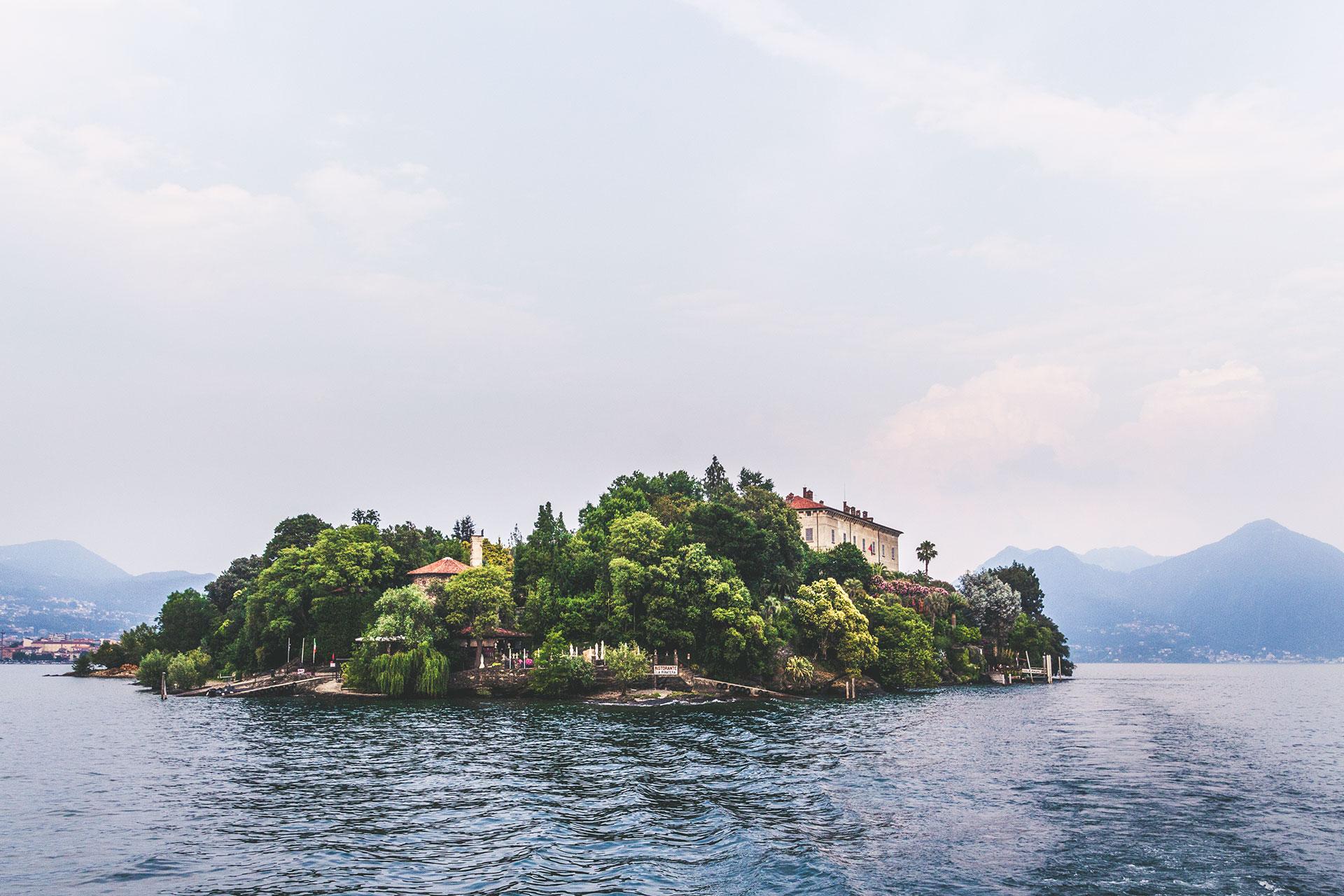 Herrschaftlich, idyllisch, einladend – die Isola Madre vom Wasser aus.