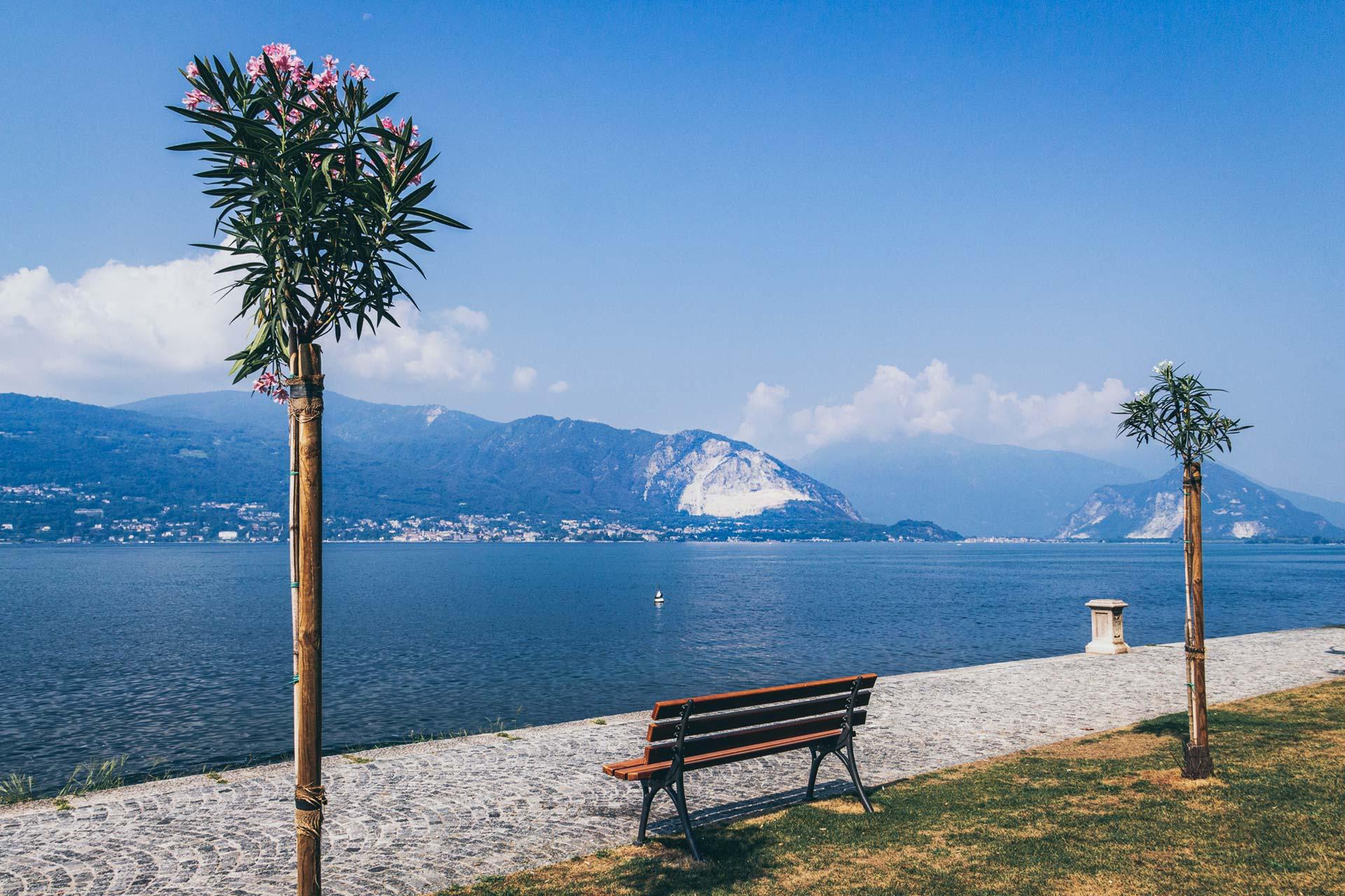 Sightseeing, Seebad, Promenade – alles zusammen am Ufer des Lago Maggiore in Verbania
