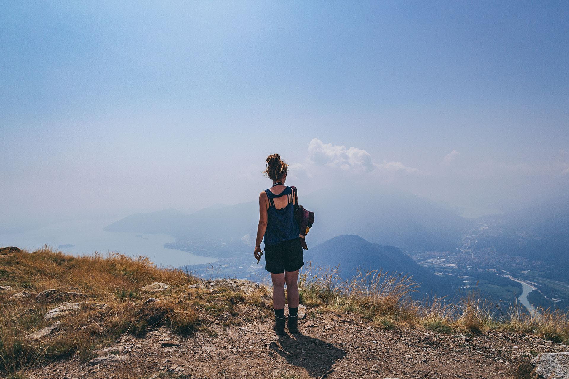 Etwas dunstig zwar, aber alle drei Seen im Blick. Wobei der Lago Maggiore mit Abstand der größte ist.