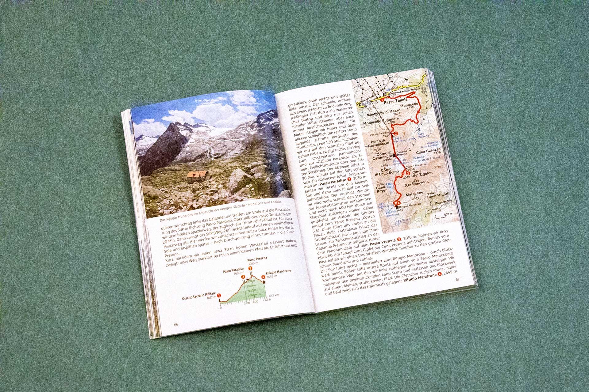 """Doppelseite des Wanderführers """"Sentiero della Pace – Auf dem Friedensweg vom Vinschgau in die Dolomiten"""""""
