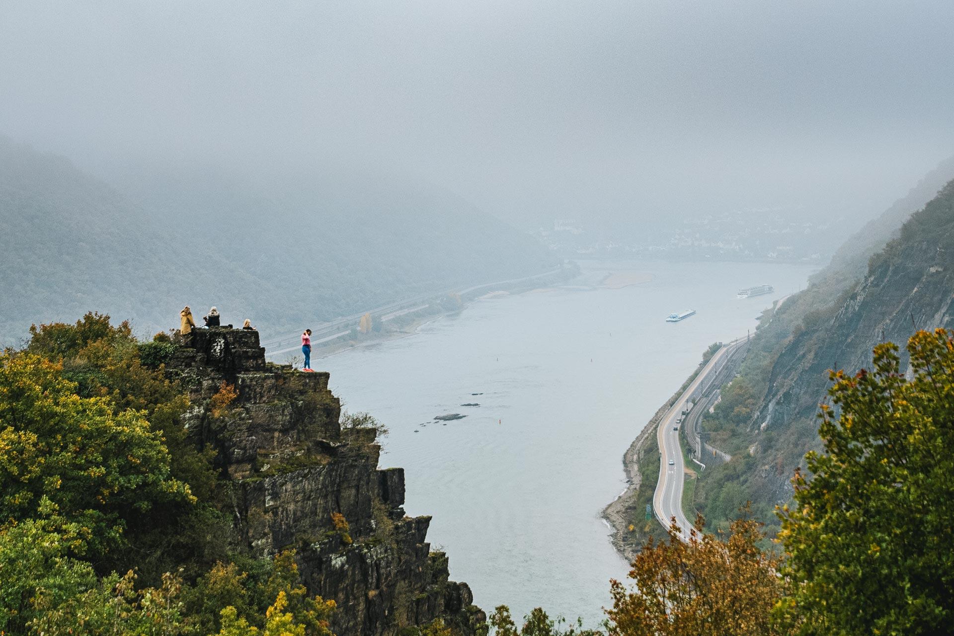 Auch das auf dem Rheinsteig Loreley: es wird kräftig gepost.