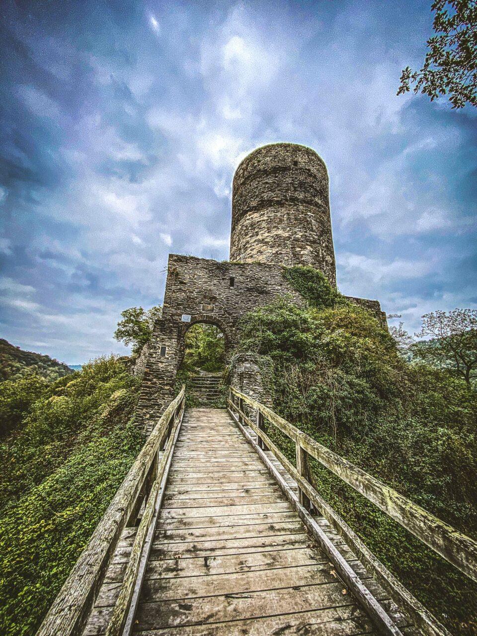 Der Eingang zur Burgruine Stahlberg bei Bacharach