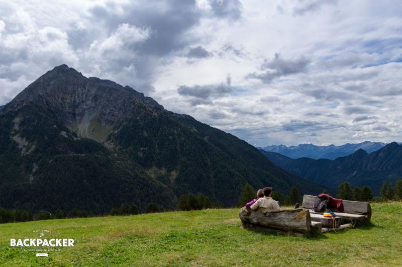 Auf knapp 2.000 Höhenmetern erfährt der Wanderer zuweilen eine ganz besondere Aussicht in das Aostatal. Romantische Blicke soweit das Auge reicht.