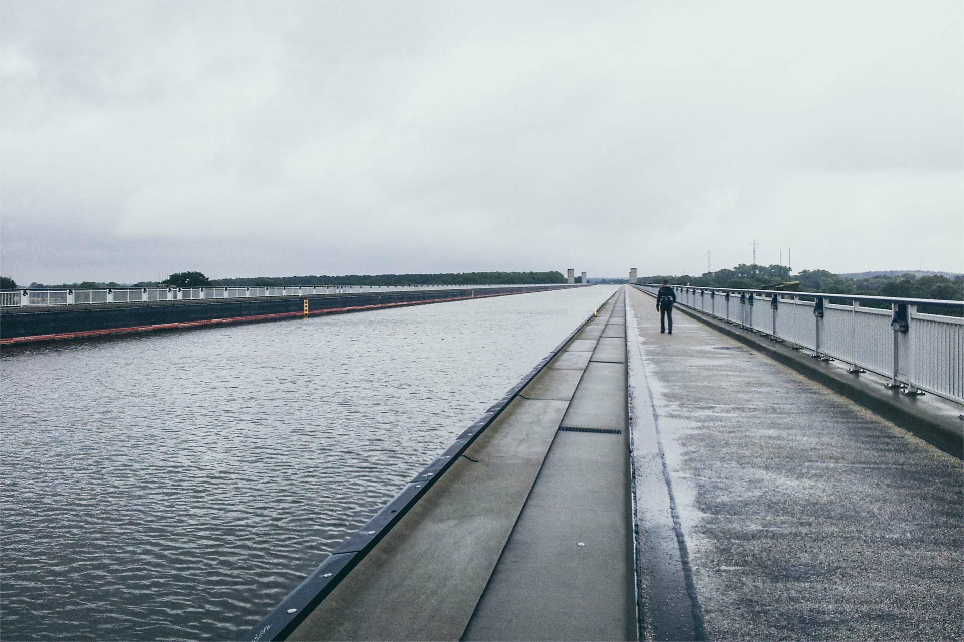 Fast 1 Kilometer lang ist die Trogbrücke des Mittellandkanals.