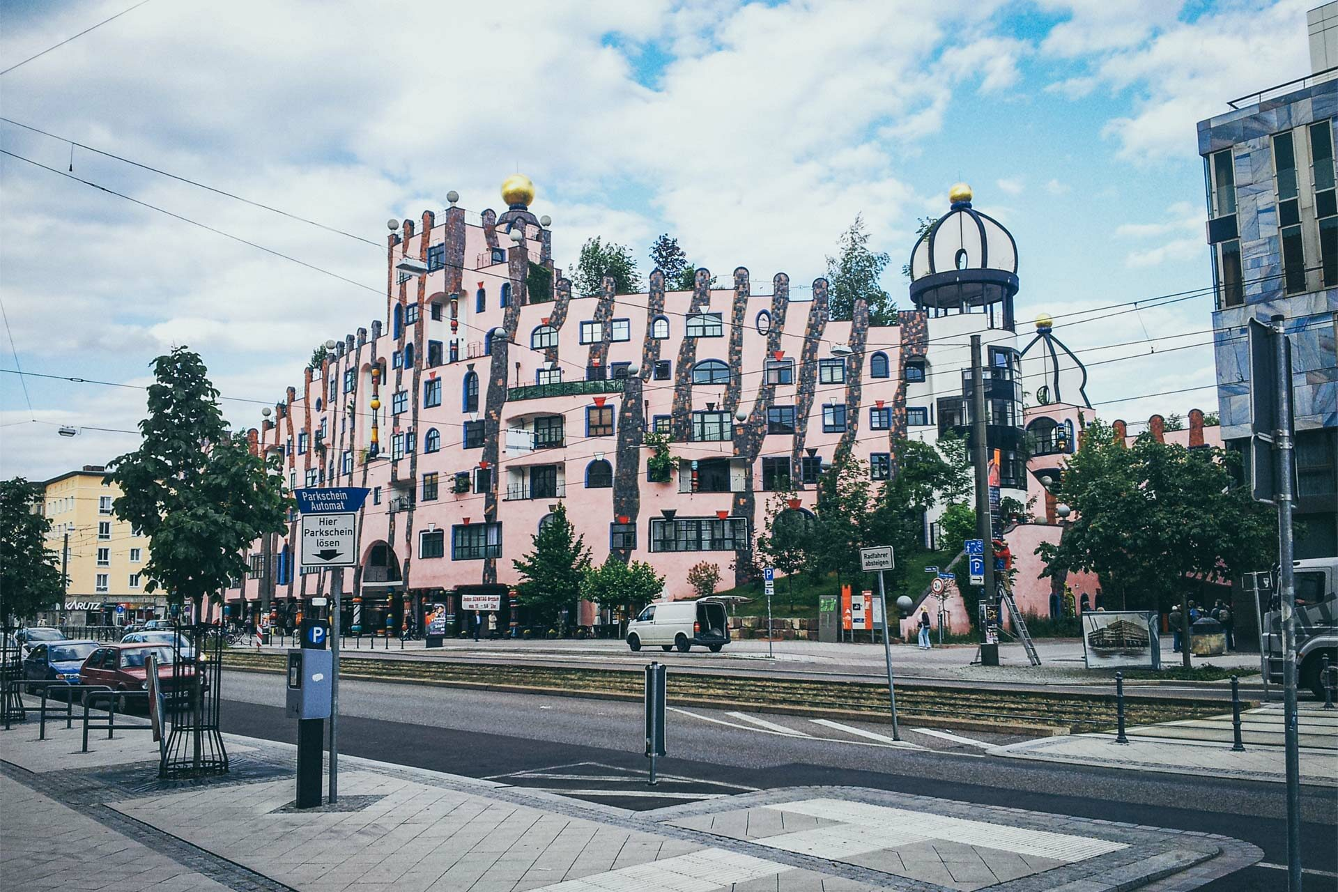 Grüne Zitadelle in Magdeburg. Hundertwasser ist quasi der Gaudi des deutschen Jakobswegs.