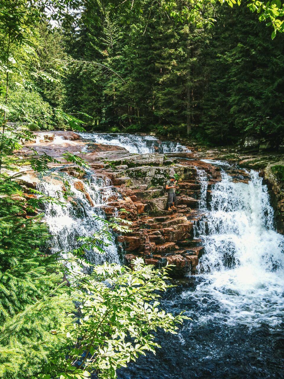 Tosend und wild schäumend stürzt sich das Wasser zu Tal. Da ist der Name Programm.