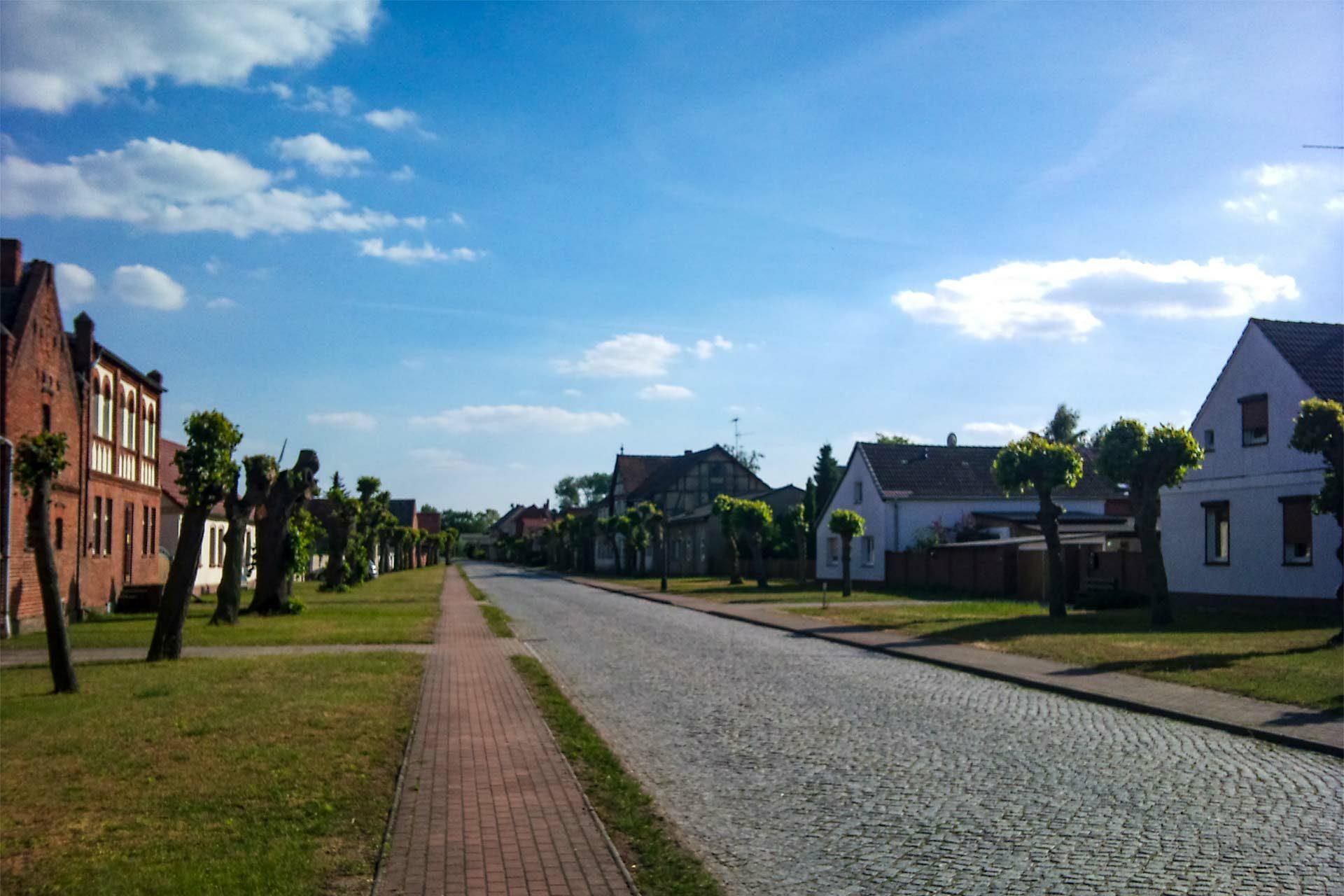 Direkt vor die Tore dieses idyllischen Dorfes ist die Massentierhaltungsanlage geplant.
