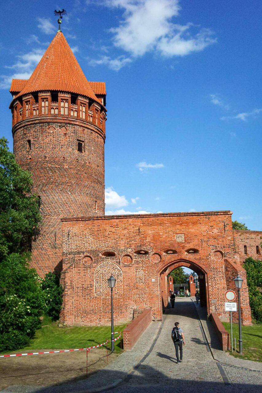 Eingang zur berühmten Burg von Tangermünde – sehr restauriert, voll authentisch.
