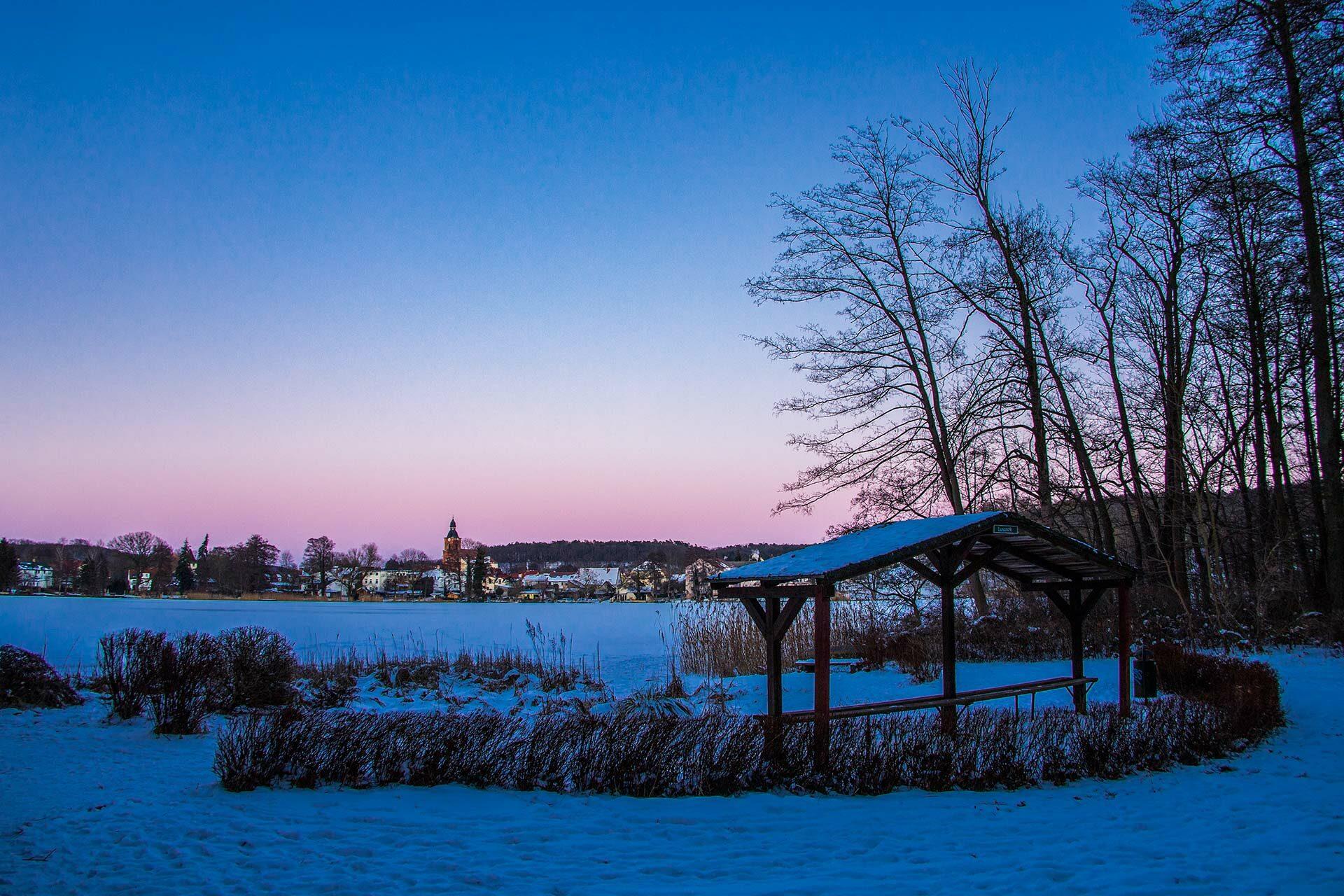 Buckow-See im winterlichen Abendkleid