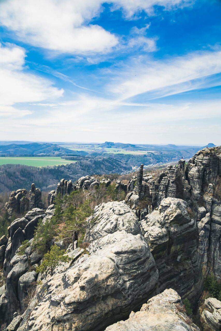 Von Bad Schandau wandern heißt Schrammsteinwandern. Zu schön ist der Weg und entlohnen die Ausblicke für entstandene Mühen.