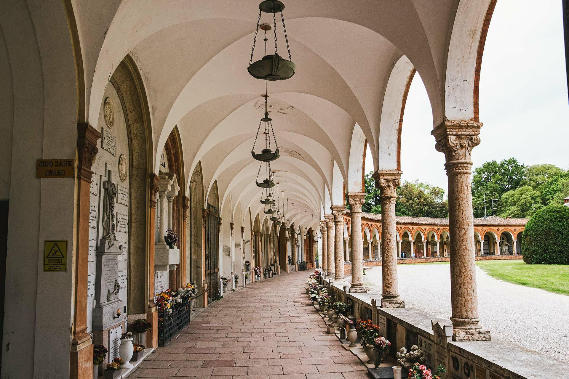 Der Friedhof von Ferrara liegt direkt in der Altstadt