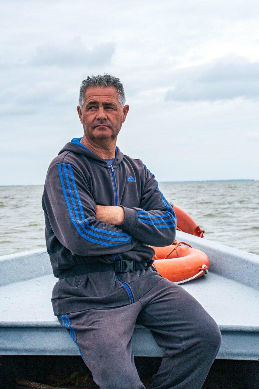 Täglich ist Enrico der Fischer mit dem Boot auf der Lagune Valle di Comacchio unterwegs