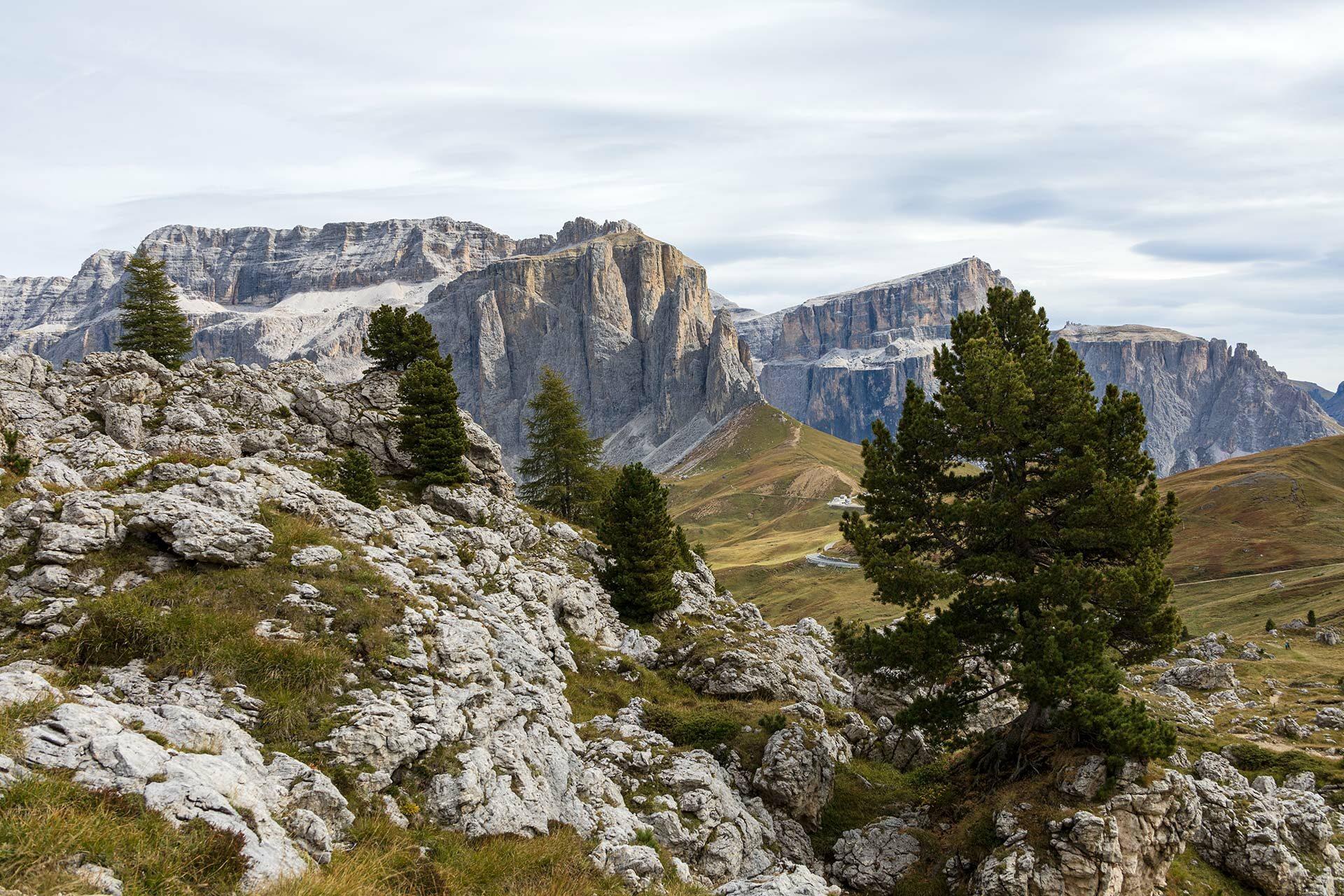 Wanderlust Alpen – Traumland jenseits der Baumgrenze. Hier am Paso Sella // © theBackpacker, Sven Becker